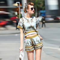 baroque shorts - New Designer Clothing Set Women s High Quality Short Sleeve Vintage Baroque Gold Printed Top Straight Shorts Set Two Piece