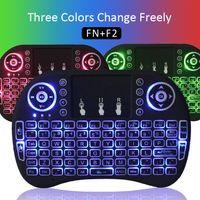 Teclado para juegos de luz de fondo azul Baratos-RII I8 Retroiluminación Teclado de juegos inalámbrico Control remoto de ratón de aire ROJO + Verde + Color azul con Touchpad Handheld para cajas de TV