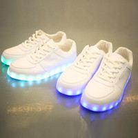 Wholesale Led Shoes Women Solid New Fashion Schoenen Casual Chaussures Lumineuse Light Up Shoes Female Luminous Black white flats