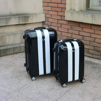 Wholesale This suitcase USES light and soft PC material process of the lacquer that bake waterproof compression cold silent castor wheels aluminum