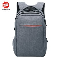 Wholesale New Arrival Winter Anti theft Zipper and shockproof men casual sport backpack bags school backpack for hiking and camping