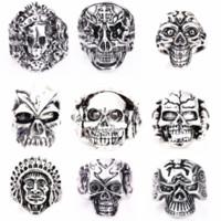 al por mayor joyería de esqueleto metálico-Anillos de la joyería de la aleación del metal del punk rock de los hombres mezclados esqueléticos de plata al por mayor del cráneo 50PCs a estrenar
