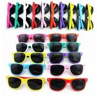 assorted sunglasses - New style sunglasses women and men modern beach sunglasses assorted colors dazzle colour sunglasses Color matching fashion sunglasses