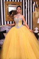 al por mayor vestido de fiesta corsé amarillo-Modest amarillo Quinceanera vestidos 2016 Ball Gown Corset trasera de cristal Tul con cuentas plisado dulce 16 Girl Evening Prom vestidos formales Vestido