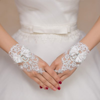 Wholesale In Stock Sparking Fingerless Beadings Wrist Wedding Gloves With Bow White Ivory Lace Floral Bridal Gloves
