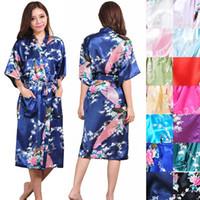 achat en gros de paon partie-Long Robe en satin de paon Robes de Kimono Brideamaid Robes de mariage Robe de soirée en satin de soie de mariage Cadeau de demoiselle Cadeau Favors Kimono nuptiale