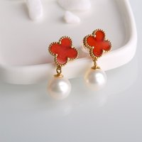 Wholesale Robira Lucky Clover Shape Red Color Mother of pearl Freshwater Cultured Pearl Ear Stud Women K Gold Earrings Jewelry
