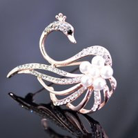 Wholesale Christmas gift rhinestone brooches Graceful Swan with pearls Crystal diamond Alloy Elegant Corsage Brooch jewelry Pins For Women Gift