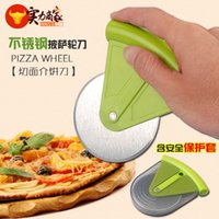Wholesale The new listing of stainless steel for medium dielectric cake Pizza Cutter with Pizza Cutter knife Griddle Cake protective sleeve