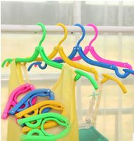 Wholesale Travel Portable Folding Hangers Mix Colors Plastic Coat Hanger Foldable Clothes Hangers Portable