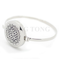 Wholesale 30mm Magnetic L Stainless Steel Silver Round Essential Oil Aromatherapy Diffuser Perfume Locket Bangle free felt pads
