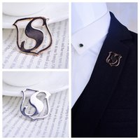 barbed s - S letter Shield Medal brooch Shirt suits men and women with jewelry broocch barbed horse needle buckle factory outlets