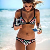 Wholesale Hot Design Retro Style Simple Model Brazilian Sexy Printing Swimsuit Bikinis Halter Padded Biquinis Feminino