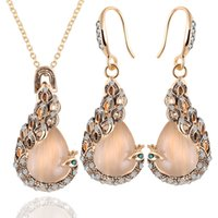 Wholesale Vintage Rhinestone Peacock Pendant Earrings Necklace Jewelry Sets Green Eyes Eardrop Opal Pendant Necklace Golden Plated Chains