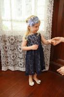 Azul marino 2017 vestidos llenos de las muchachas de flor del cordón para las bodas la cremallera del cuello del barco remata los vestidos traseros de la fiesta de cumpleaños de la longitud del té