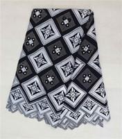 achat en gros de vêtements de dentelle voile-Tissu de coton de haute qualité blanc et noir en treillis de tissu de tissu de lacet de suisse (5yards / pc), tissu africain de dentelle pour l'habillement BC118-1