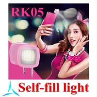 Wholesale Universal Night Using Selfie Light Mini Portable Adjustable Rechargeable Camera Flash Lighting LED Control for iPhone Smartphones