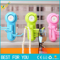Wholesale Creative rotating hook Seamless powerful vacuum suction cup hook claw colorful practical