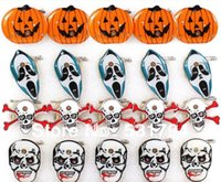 Wholesale Hot Halloween supplies LED flash brooch brooch pumpkin skull Kito Free Delivery
