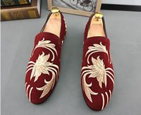 b promotions - Promotion New spring Men Velvet Loafers Party wedding Shoes Europe Style Embroidered Blue Red Velvet Slippers Driving moccasins A66