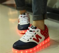 Wholesale Spring and autumn colorful lights emitting shoes men and women couple shoes shoes USB Rechargeable LED luminous fluorescent lighting Sneaker