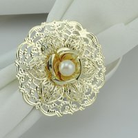 Wholesale Fashion Gold Metal Flower Styles Napkin Rings White Pearls Napkin Buckle For Wedding Reception Party Table Decorations Supplies