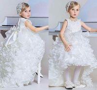 2016 White Princess Bajo Alto chicas del desfile de los vestidos formales de la joya del Organza de las colmenas con gradas de la cremallera de los arcos por encargo del vestido de las muchachas de flor de la venta caliente
