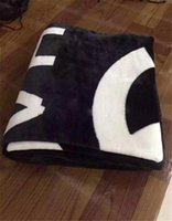 Wholesale Fashion Brand Fleece Blanket Black White Blanket with Luxury Brand Logo Couverture polaire manta