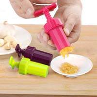 Wholesale New Kitchen Ginger Garlic Manual Press Twist Cutter Crusher Cooking Tool Plastic Garlic presses Blenders peeler Kitchen Accessories