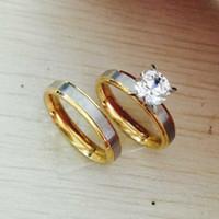 Bon Marché Bague de fiançailles en titane or-4mm titane Acier CZ diamant Couple Couple Anneaux Set pour Hommes Femmes Engagement Lovers, son et sa promesse, 2 ton or argent