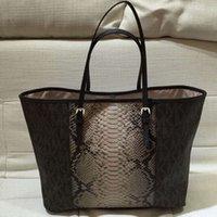 achat en gros de pvc bag-AE069 Mode moderne Grapheme imprime serpentine accessoires patchwork Femmes dame fille sac à main shopper sac fourre-tout casual tote ms