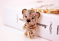 Wholesale Crystal Rhinestone Metal Tiger Keychain Novelty Souvenir Gifts Couple Key Chain Key Ring Hangbag Charms Pendant Chaveiros Carro