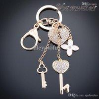 Bon Marché Trousseaux gros fleur-Gros-gros chaîne de clé de voiture de mode Gold Heart Accessoires Keychain Pour clé Femme Classique Fleur de cristal Keychain Porte-clés