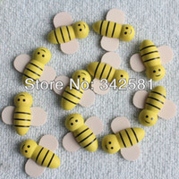 Wholesale Set of Yellow and White Painted Cute Wooden Craft Bees For Wedding Party Decoration