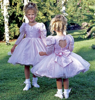 balloon bows - Vintage Princess Flower Girls Dresses V Neck Balloon Long Sleeve Pageant Open Back With Bow Lace Applique Custom Made Party Dresses