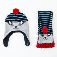 achat en gros de main crochet earmuff-Cartoon Mode gros Toddler Hat Chapeau bébé Coton + écharpe Crochet bébé Bonnets Kid Automne Hiver Cap Handmade Windproof Earmuff Cap