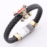 achat en gros de une seule pièce bracelet crâne-Mode une seule pièce de bateau de pirate de Luffy charme d'armure en cuir Skull Flag bracelets manchette Bangel animé bijoux 161059