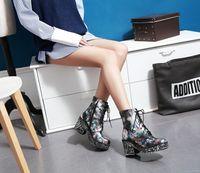achat en gros de zip talons-Mode Europ Style Femmes Cheville Bottes Flor Zip Lace Up Chaussures en cuir verni Western Lady Casual Roman Martin Knight Bottes Chunky talons