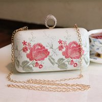 Wholesale 2016 Amazing Chain Bridal Hand Bags Embroidered Floral Rhinestones Sexy Lady Party Bags Bridal Accessories In Stock Weddings Minaudiere Gown