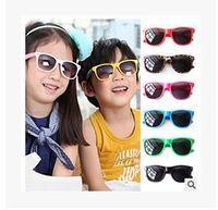 al por mayor gafas de sol del cabrito-Las gafas de sol de los deportes de los niños populares de la manera embroma las gafas de sol baratas 50Pcs / Lot de las gafas de sol lindas del estilo UV400 de los muchachos liberan el envío