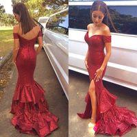 Precio de Alfombra roja del hombro fuera-2016 Rojo de las lentejuelas de la sirena lateral abierto vestidos de noche con gradas Faldas Sexy Back Off hombro barrer de tren vestidos de la alfombra roja