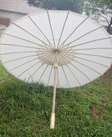 al por mayor eco bamboo-(30 PC / porción) el nuevo bambú respetuoso del medio ambiente con los paraguas nupciales de la boda de la Largo-manija del color blanco de papel libera el envío