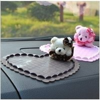 Wholesale auto supplies bear doll car slip resistant three dimensional heart slip resistant pad mobile phone pad