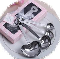 achat en gros de mariage met en vente-4pcs / set Favors de mariage Cadeaux de fête en forme de coeur Mesurer les cuillères ensemble avec la boîte-cadeau rose En forme de coeur cuillère Amour en acier inoxydable Cadeaux vente chaude