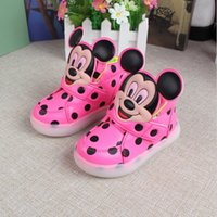 Wholesale Hot sale New European fashion cute LED lighting children shoes hot sales Lovely kids sneakers high quality cool boys girls boots