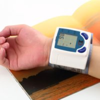 Wholesale Digital LCD Wrist Arm Blood Pressure Monitor With Heart Beat Rate Pulse Measure Health Care Monitors Meter r