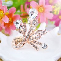 Wholesale Corsage Brooch Women - Christmas gift rhinestone brooch flower floral Crystal diamond Alloy Elegant Corsage Brooch jewelry Pins For Women Wedding