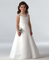 Wholesale Bateau Neck Soft Satin Flower Girls Dress With Lace Embroidery Floor Length Princess Communion Dress