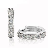 al por mayor allanar aros-pavimentada cristal blanco pendientes del aro de la joyería