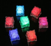 Wholesale Flash Ice Cube LED Color Luminous in Water nightlight Party wedding Christmas decoration Supply Water activitated Led light up Ice Cube